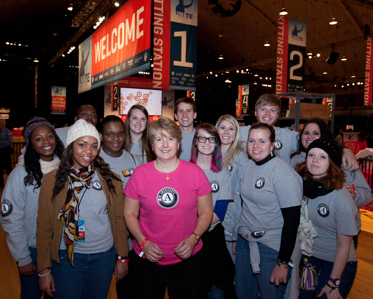CNCS CEO Wendy Spencer poses with members of AmeriCorps. DC Armory - National Day of Service - MLK Day 2013.Corporation for National and Community Service Photo.