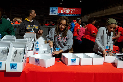 Volunteers at DC Armory - National Day of Service - MLK Day 2013. Corporation for National and Community Service Photo.