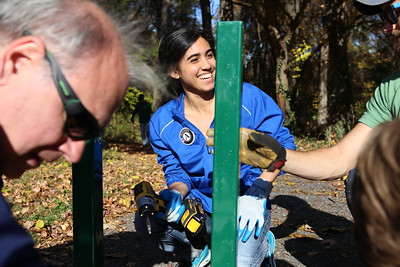 AmeriCorps VISTA leader (United Way) Crystal Shreve serving alongside AmeriCorps members and veterans at an SCA sponsored service project in Washington, D.C. Corporation for National and Community Service Photo.