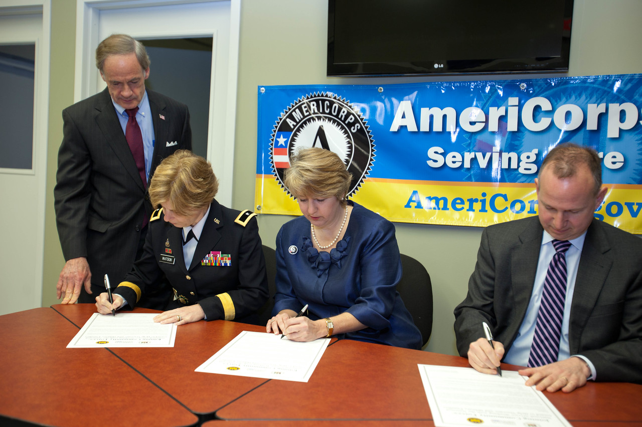 Signing of the MOU. Sen. Tom Carper (DE), Brig. Gen. Marianne E. Watson, National Guard Bureau Director of Manpower and Personnel, CNCS, CEO, Wendy Spencer and Gov. Jack Markell (DE). Corporation for National and Community Service Photo.
