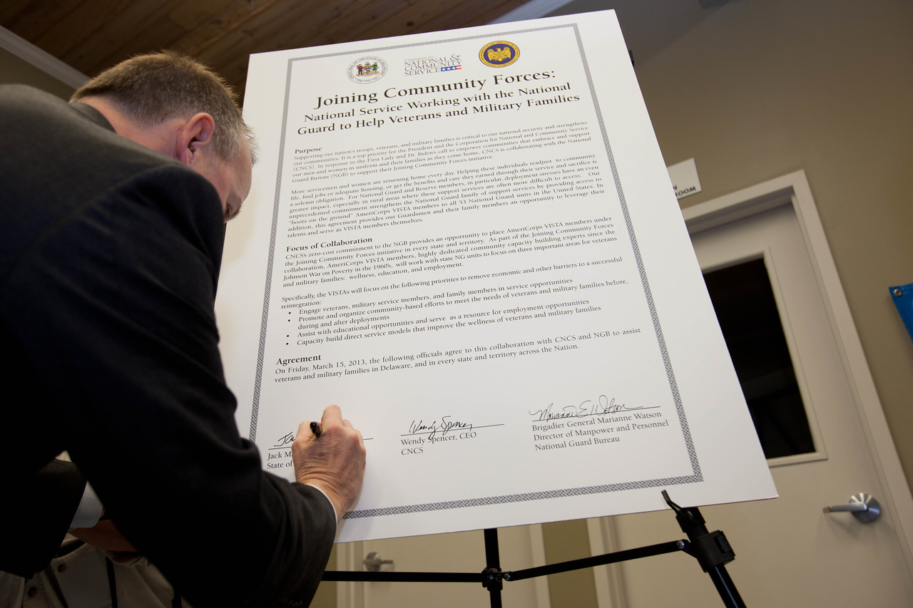 Gov. Jack Markell (DE) signing the Joining Forces MOU in Wilmington, DE. Corporation for National and Community Service Photo.