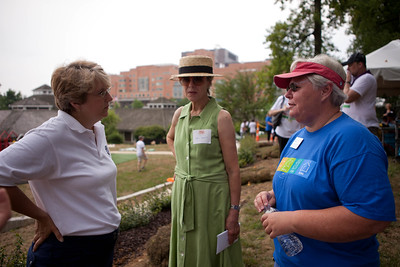 (L-R) Corporation for National and Community Service CEO, Wendy Spencer, Journalist and Board Member of The Children's Inn, Cokie Roberts, and The Children's Inn, CEO, Kathy Russell. Corporation for National and Community Service Photo.