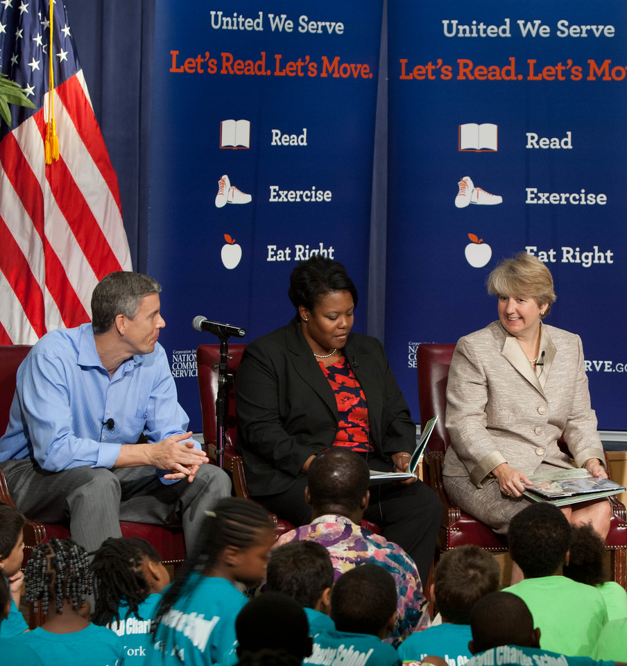 (L-R) Secretary Arne Duncan, Department of Education, Kaya Henderson, Chancellor of DC Public Schools, CNCS CEO, Wendy Spencer. Corporation for National and Community Service Photo.