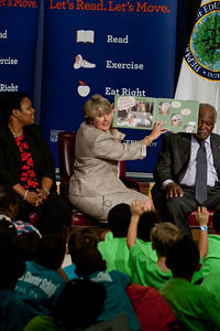 (L-R) Kaya Henderson, Chancellor of DC Public Schools, CNCS CEO, Wendy Spencer, Rep. Danny Davis (IL). Corporation for National and Community Service Photo.