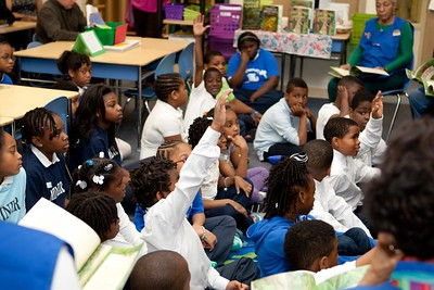Students asking questions about the reading at Miner Elementary School in Washington, D.C. Corporation for National and Community Service Photo.