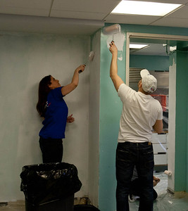 SouthWest Airlines volunteers serving at Hammel House community center. Corporation for National and Community Service Photo.