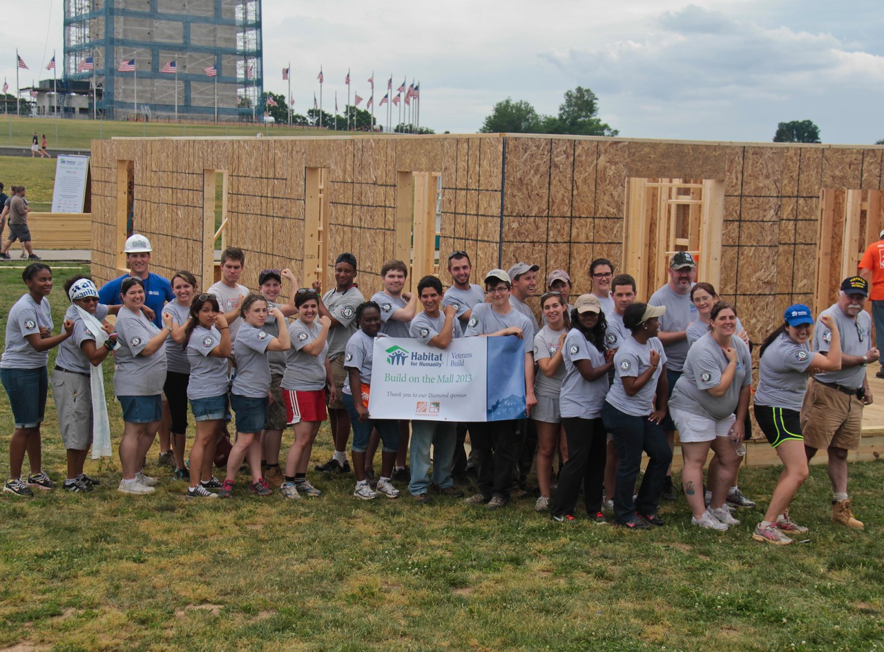 AmeriCorps members at the Veterans Build on the Mall 2013. Corporation for National and Community Service Photo.