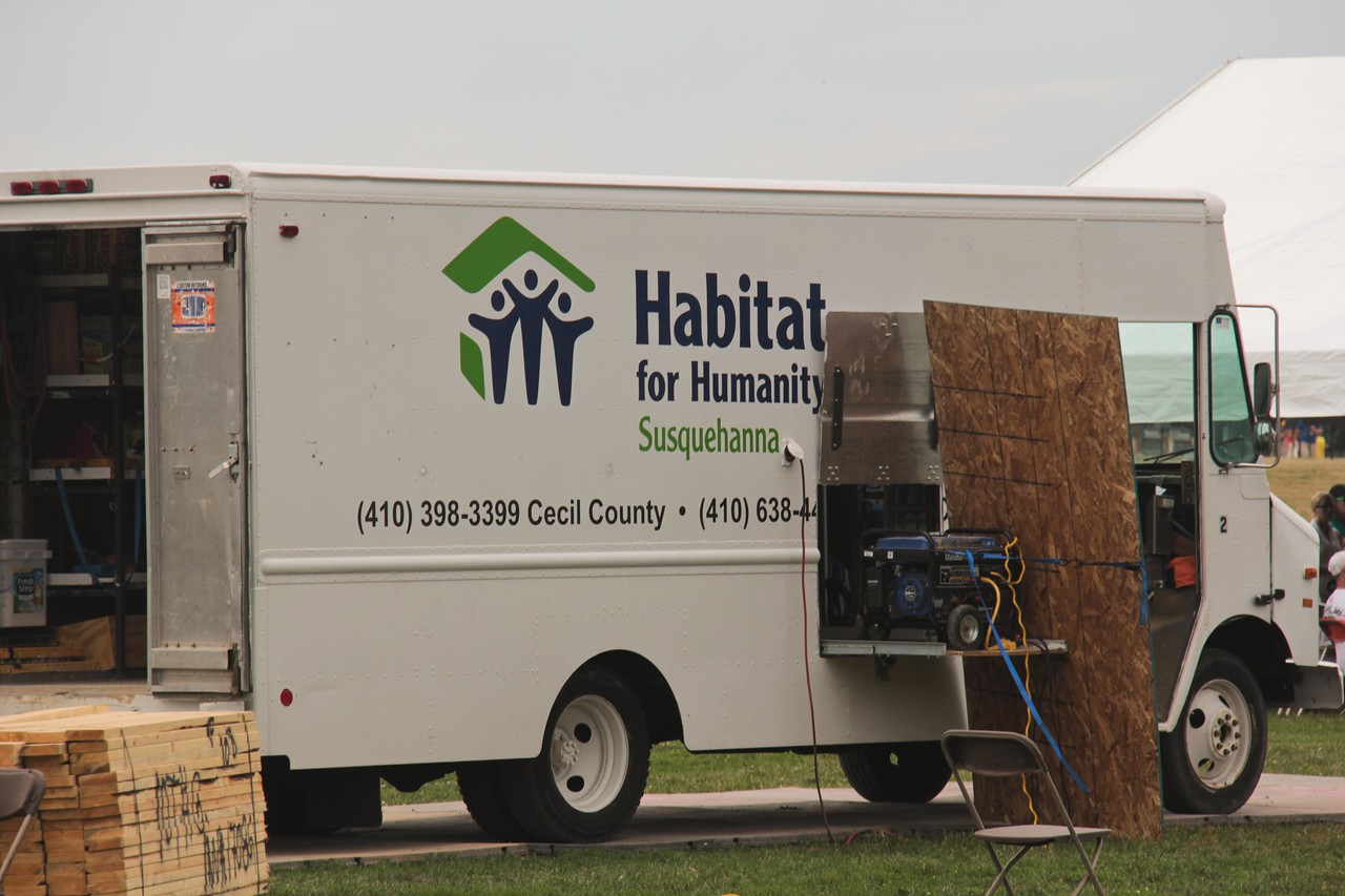 Habitat for Humanity, Veterans Build on the Mall 2013. Corporation for National and Community Service Photo.