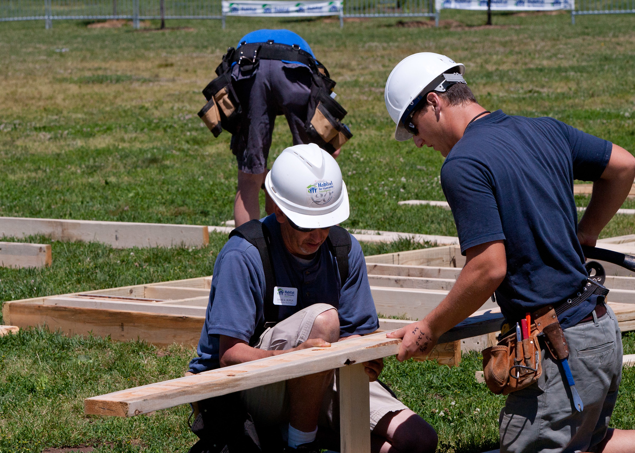 Volunteers at the Veterans Build on the Mall 2013. Corporation for National and Community Service Photo.