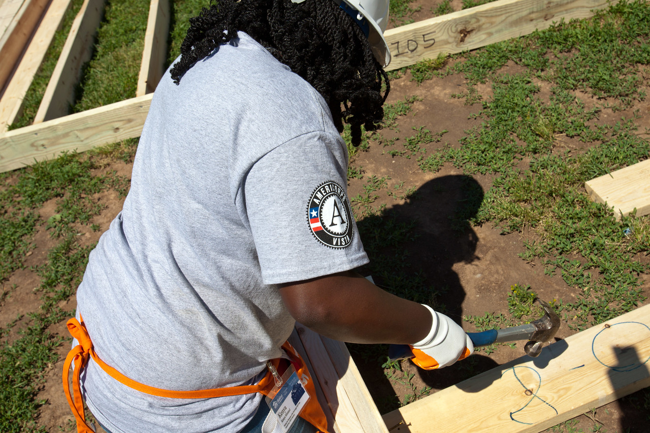 AmeriCorps member hammering a nail at the Veterans Build on the Mall 2013. Corporation for National and Community Service Photo.