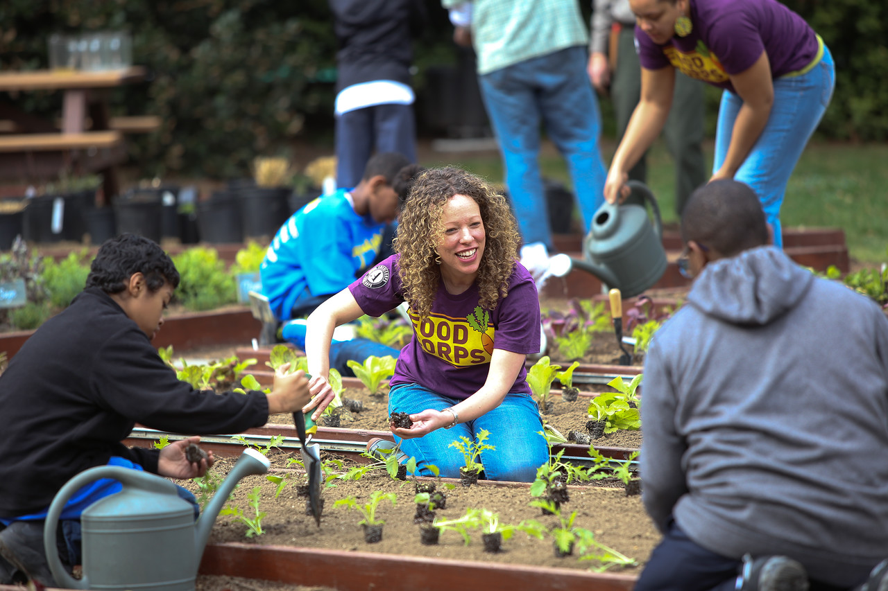 Food Corps member serving on the South Lawn for the White House Kitchen Garden. Corporation for National and Community Service Photo.