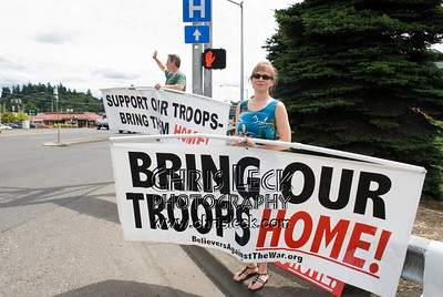 Military Families Speak Out protests an Army recruiting festival.