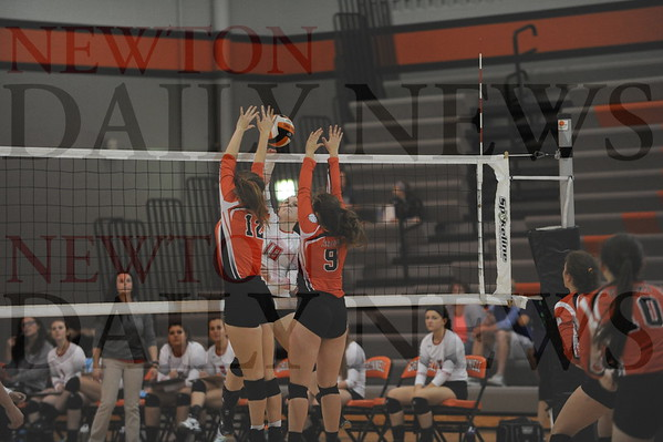 Newton volleyball vs. Grinnell 4A regional 10-19-2016