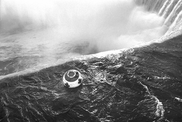 9/26/1993 Dave Munday plundges over the Horseshoe falls for the second time. He tried three times. James Neiss Photo
