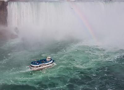 rainbow in the mist of horseshoe falls, Niagara Falls (NY USA and Ontario Canada)