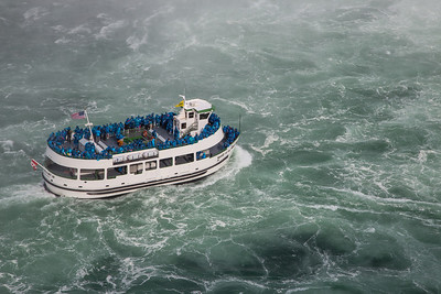Maid of the Mist on Niagara River headed to Horseshoe Falls