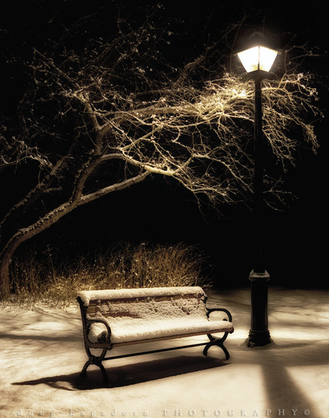 Bench and Lamp Post (#092-3)