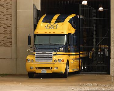 M Truck by Bob - 1280x1024