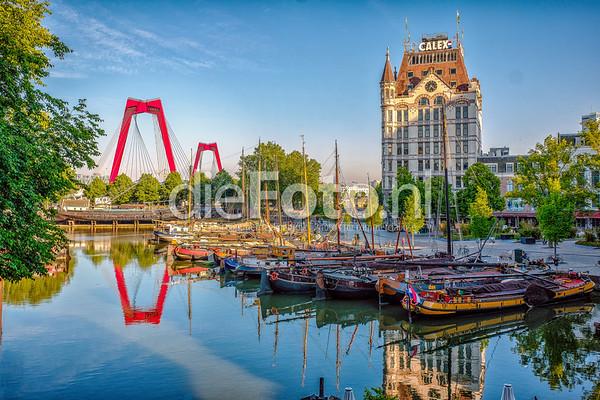 Oude Haven met witte huis en Willemsbrug