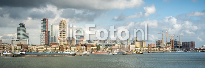 Skyline Rotterdam vanaf Rotterdam Zuid