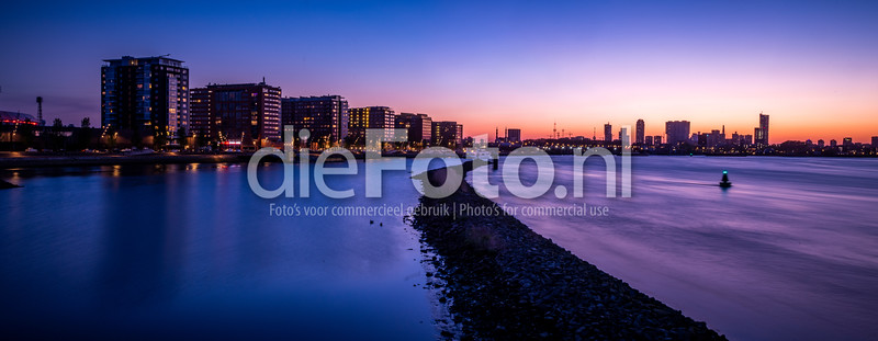 Overzicht over Rotterdam vanaf het eiland van Brienenoord