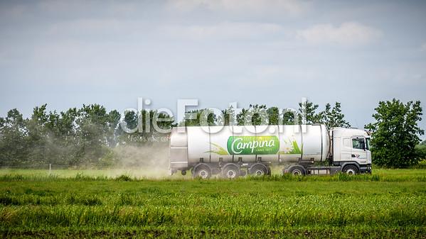 Campina vrachtwagen op landweggetje