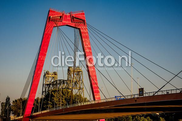 De Hef gezien door de Willemsbrug in Rotterdam