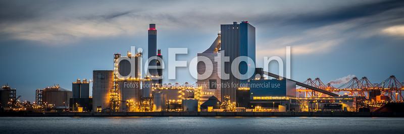 Gasunie gebouw in haven Rotterdam bij avondlicht
