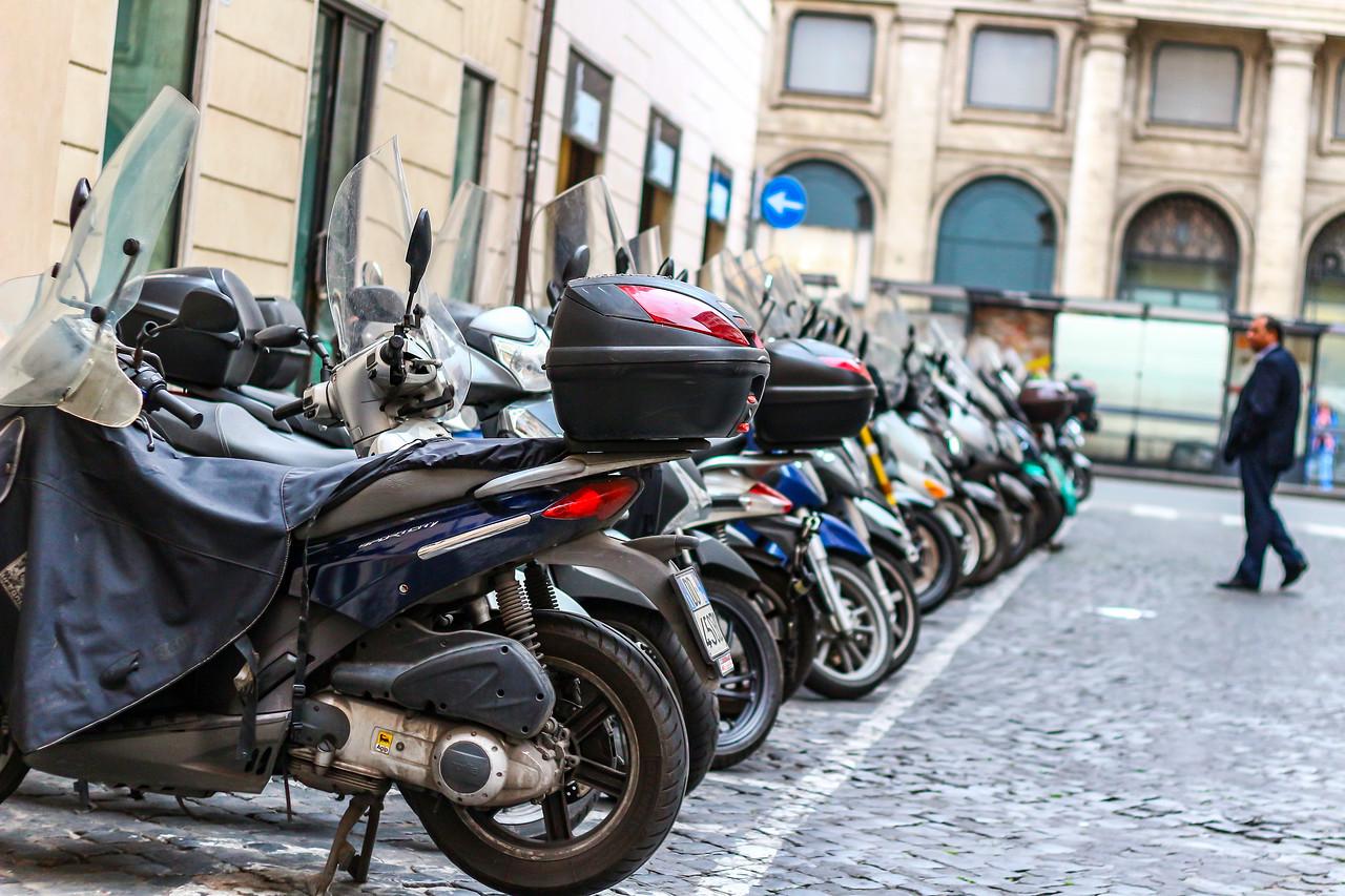 IMAGE: https://photos.smugmug.com/Nifty-Goes-to-Rome-Nifty-Fifty-The-Traveling-Lens/i-sKGKDTb/0/X2/Nifty_Rome-2017_005-X2.jpg