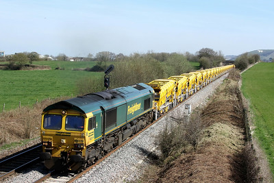 66519 leading with 66525 6y37 1046 Parson St to Fairwater v Swindon pass Penleigh 26 March