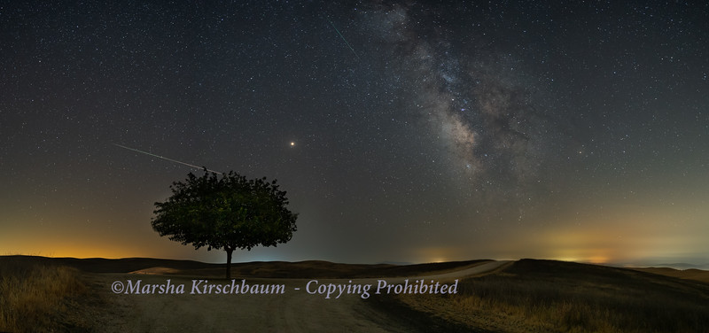 2 Perseids, Mars and the Milky Way
