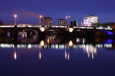 Victoria Bridge at night