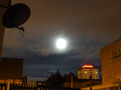 A full moon in behind cloud
