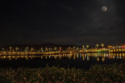Dos Lagos at night