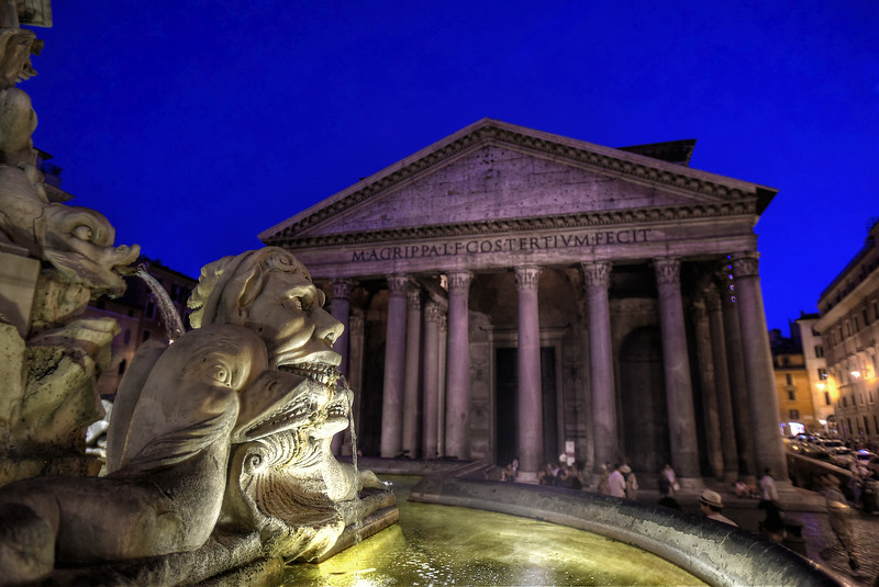 Fontana del Pantheon with the Pantheon in the background at night