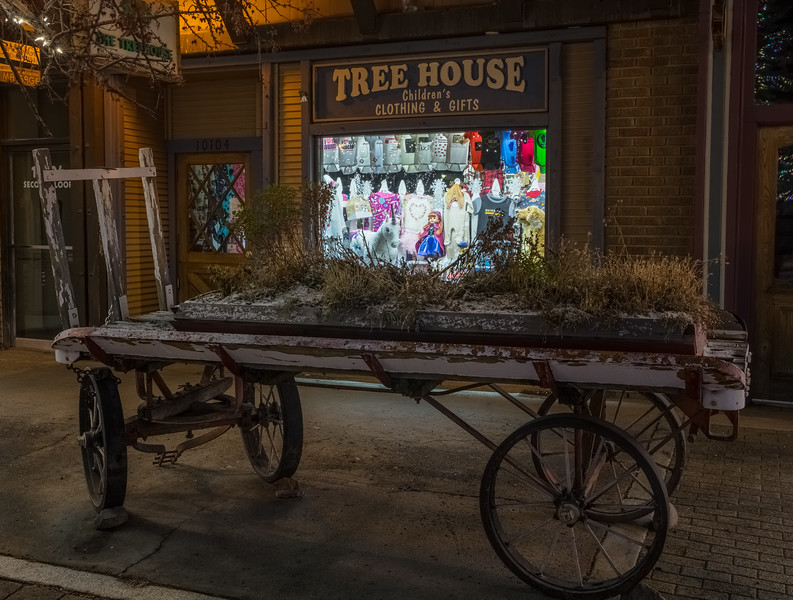 Truckee Tree House Store at Night