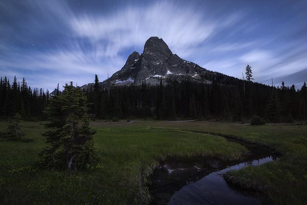 Day slowly turns to night at Liberty Bell Mountain - Washington