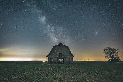 Boone County Barn under the Stars