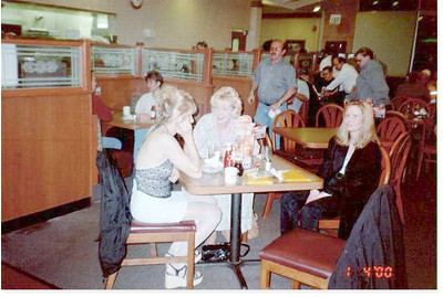 2000-4-1 09 Three Blonds