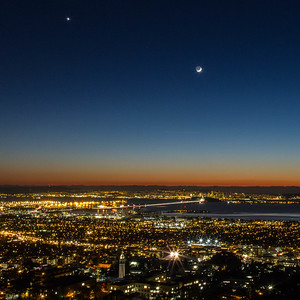 2013-12-04-moon-crescent-setting-san-francisco-bay-twilight-darker-1