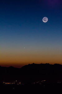 2013-12-01-moon-crescent-rising-twilight-1