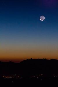 2013-12-01-moon-crescent-rising-twilight-1