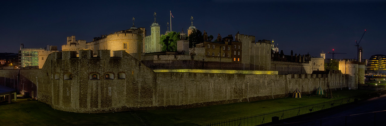 Tower of London night pano