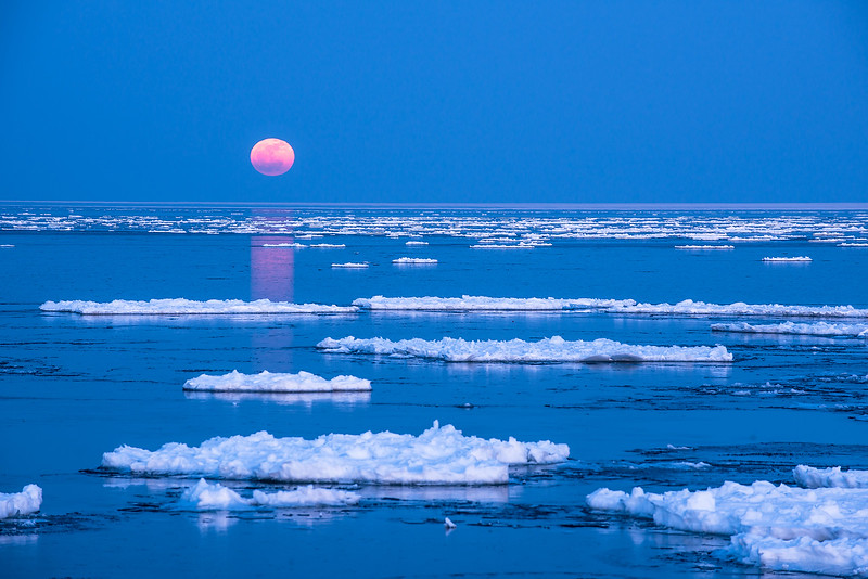 MNWN-13-90: Winter full moon on Lake Superior