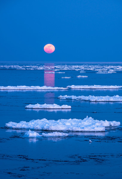 MNWN-13-91: Full moon rising on Lake Superior