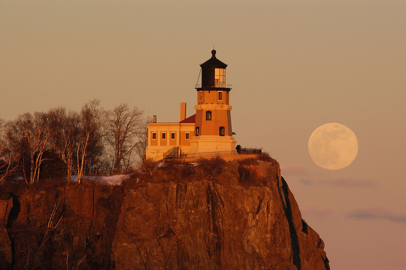 MNWN-6042: Full Moon over Split Rock Lighthouse