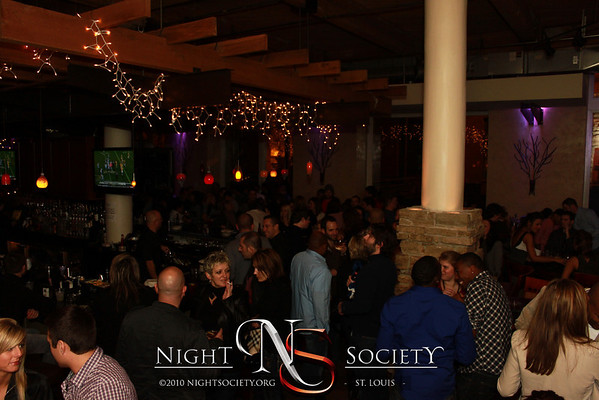 Apazeller Events Presents: The Huge Pre-NYE Party at Lucas Park Grille with DJ Arty J - Photos taken by Maurice