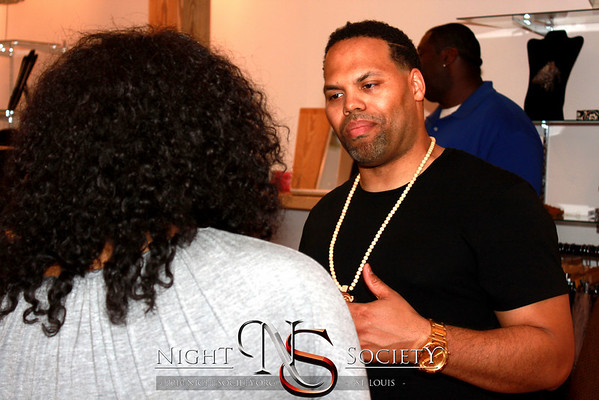 Ivy League Ent. Presents the Eric Roberson Meet and Greet at Therapy Boutique 04-22-2011. Photography by Maurice.