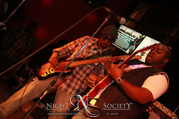 McCafe presents: Cafe Soul at The Loft Featuring ALIen Warr on the drums, Hosted by TENDAI and beats by DJ C-NOTE - Photos taken by Maurice