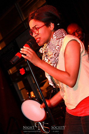 Ivy League Ent. Presents the Eric Roberson Concert at The Loft Nightclub 04-22-2011. Photography by Maurice.